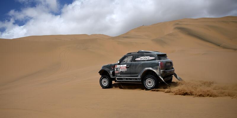 Dakar Rallisi'nde 5. etabın kazananları Loeb ve de Soultrait