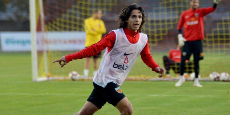 Kayserispor'dan 16 yaşındaki Emre Demir'e profesyonel sözleşme