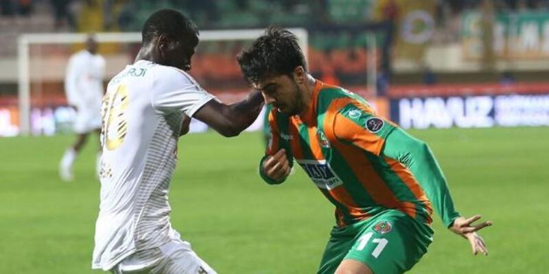 Ozan Tufan 1,5 yıl sonra Süper Lig'de forma giydi