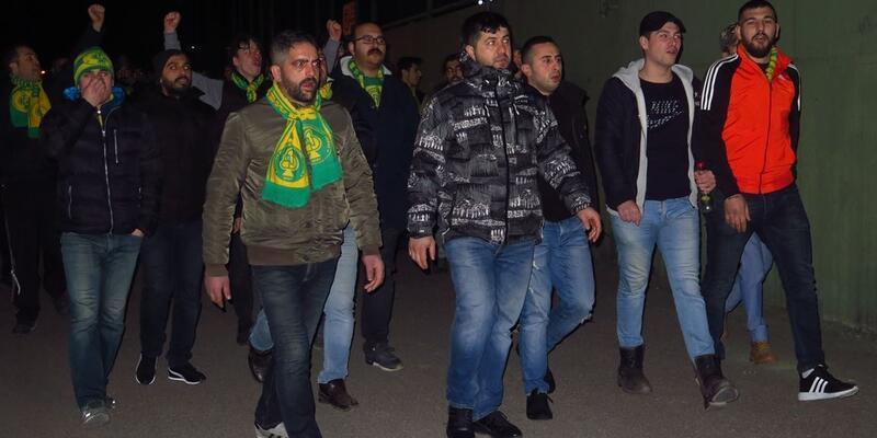 Darıca Gençlerbirliği taraftarı tesislerde yönetimi protesto etti