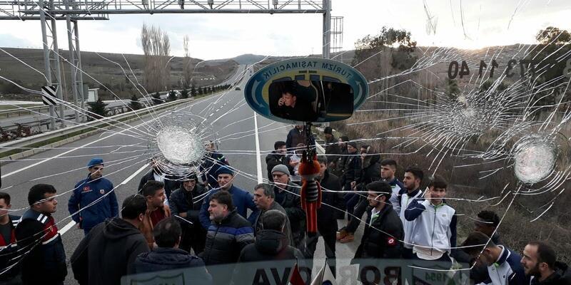 Bornova Yeşilovaspor'un otobüsüne taşlı saldırı