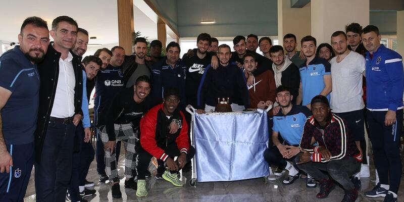 Yusuf Yazıcı'ya sürpriz doğum günü kutlaması