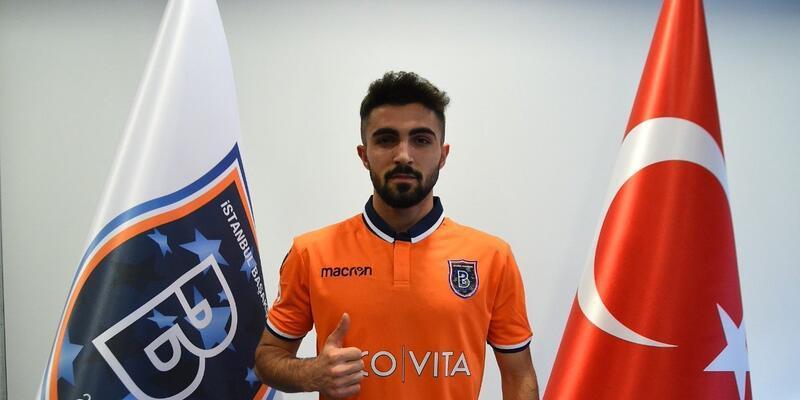 Başakşehir iki genç futbolcuyla profesyonel sözleşme imzaladı