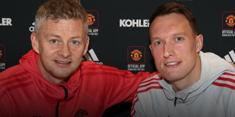Manchester United Phil Jones'la sözleşme yeniledi