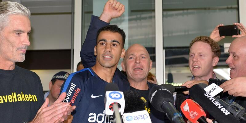 Serbest bırakılan futbolcu Avustralya'ya ulaştı