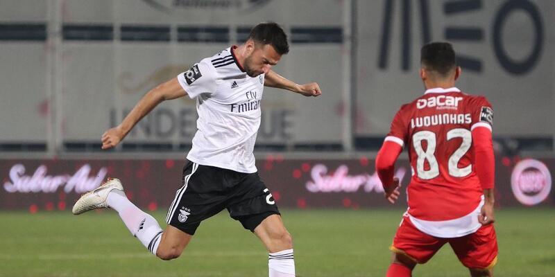 Benfica 10 kişi kaldığı maçta fark attı