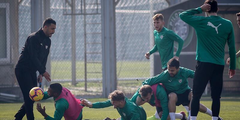 Bursaspor Başakşehir maçıyla yeni bir başlangıç yapmak istiyor