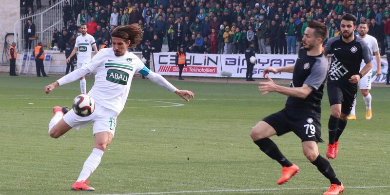 Spor Toto 1. Lig'de ilk 3 sıradaki takımlar aynı puana sahip