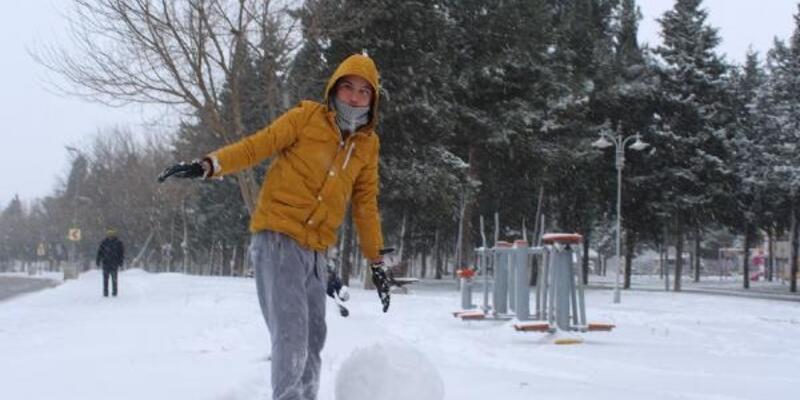 Valilik açıkladı, okullara kar tatili