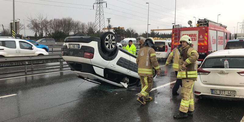 Avcılar'da iki araca çarpan otomobil takla atarak ters döndü