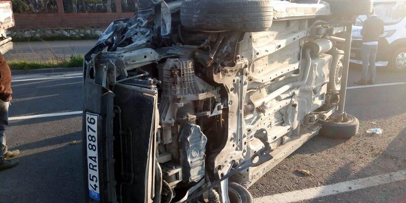 Minibüs refüje çıkıp devrildi: 1'i bebek 6 yaralı