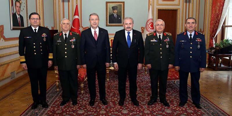 Bakan Akar ve komutanlar, TBMM Başkanı Şentop'u ziyaret etti