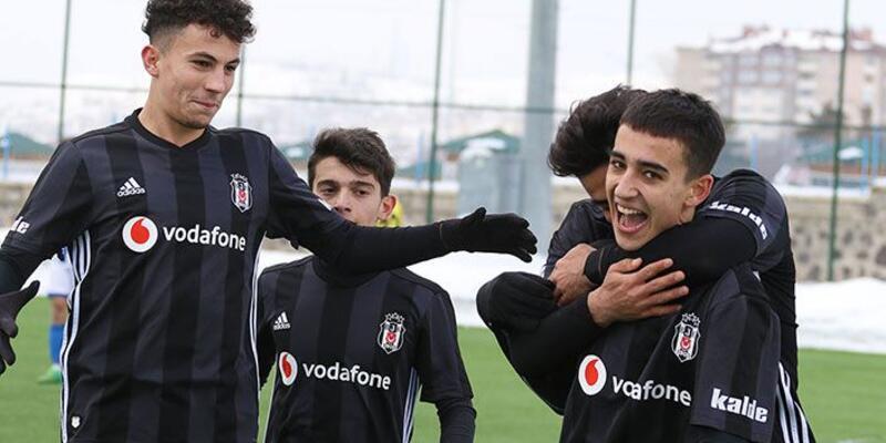 Beşiktaş'ın Macar oyuncusunun milli takım kariyeri golle başladı