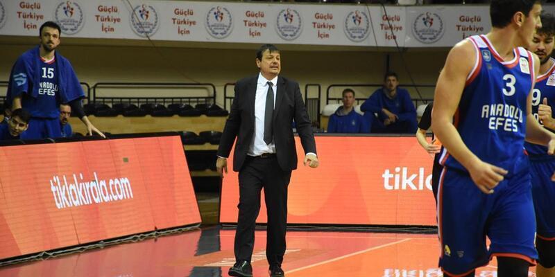 Ergin Ataman'ın yüzünü güldüren galibiyet