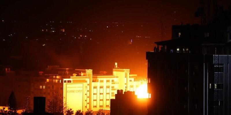 İsrail jetleri Hamas lideri Heniyye'nin ofisini bombaladı