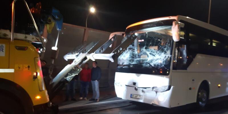 Haliç Köprüsü'nde 3 otobüs zincirleme kaza yaptı