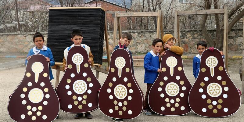 Okçular Vakfından köy okulu öğrencilerine sürpriz