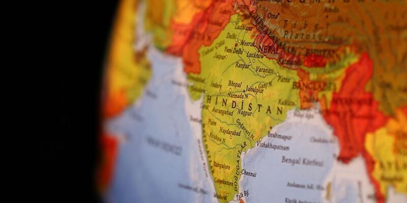 Hindistan'da otobüs kamyona çarptı: 8 ölü, 30 yaralı
