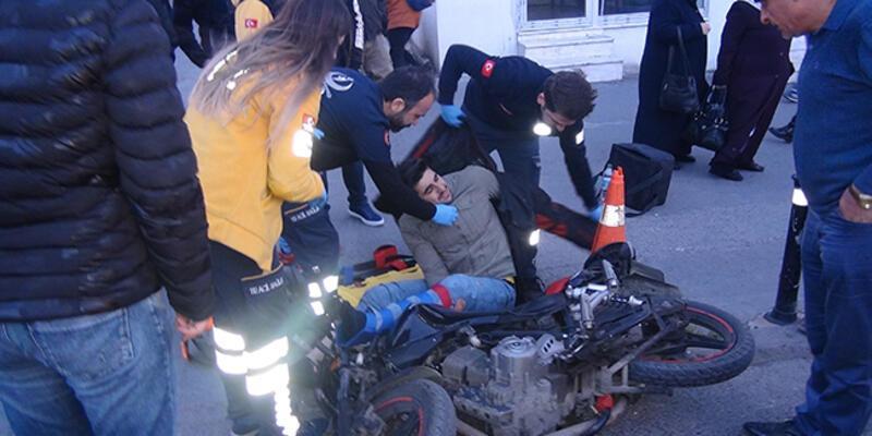 Taksinin kapısını aniden açan yolcu motorlu kuryeyi yaraladı