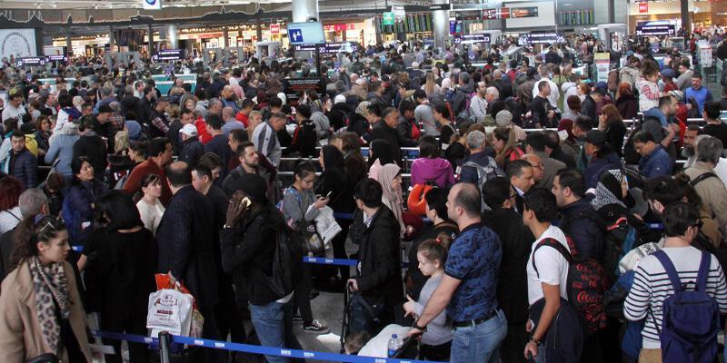 Son dakika... Atatürk Havalimanı'nda seçim yoğunluğu