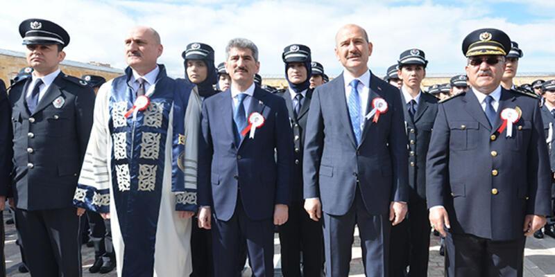 Bakan Soylu ve polisler, Anıtkabir'de
