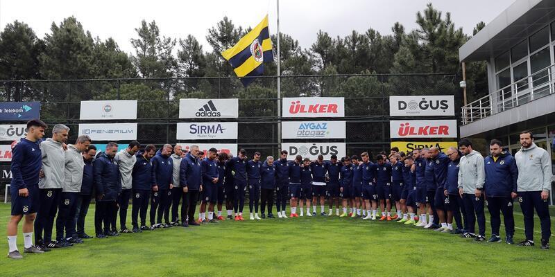 Fenerbahçe Futbol Takımı, Can Bartu için saygı duruşunda bulundu