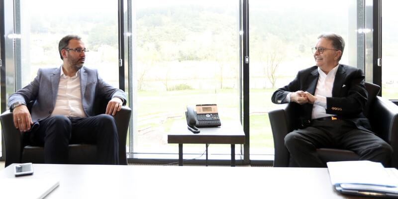 Bakan Kasapoğlu TFF Başkanı Güreli'yi ziyaret etti