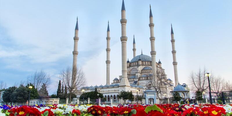 Adana Cuma saati 19 Nisan: Diyanet Adana namaz saatleri