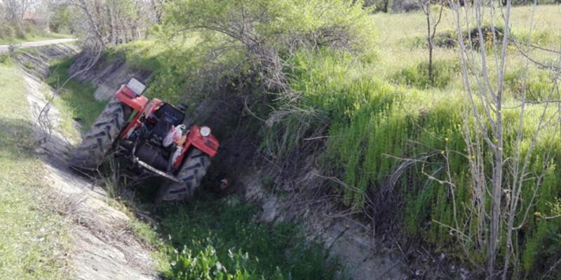 Su kanalına düşen traktördeki baba öldü, kızı yaralı