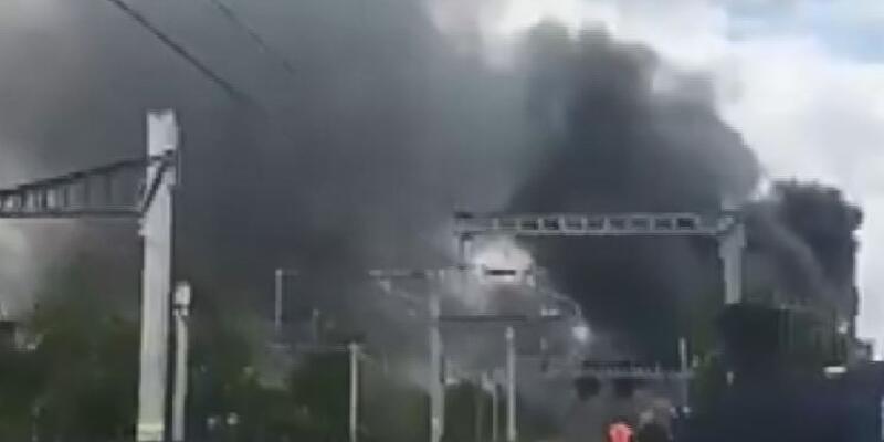 Londra'da havalimanı yakınındaki bir depoda art arda patlamalar
