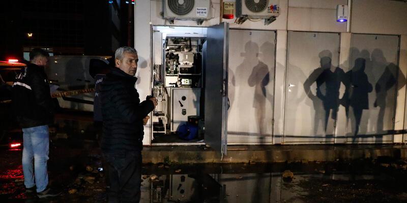 ATM'yi 'bu bir soygundur' diyerek soymuşlar