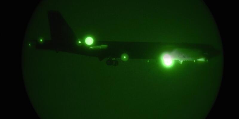ABD'nin B-52'leri Katar'daki üsse indi