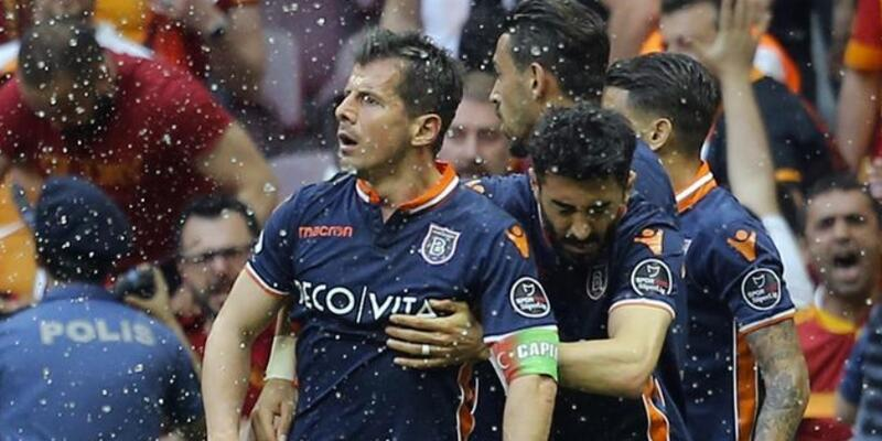 Emre Belözoğlu maça devam edemedi