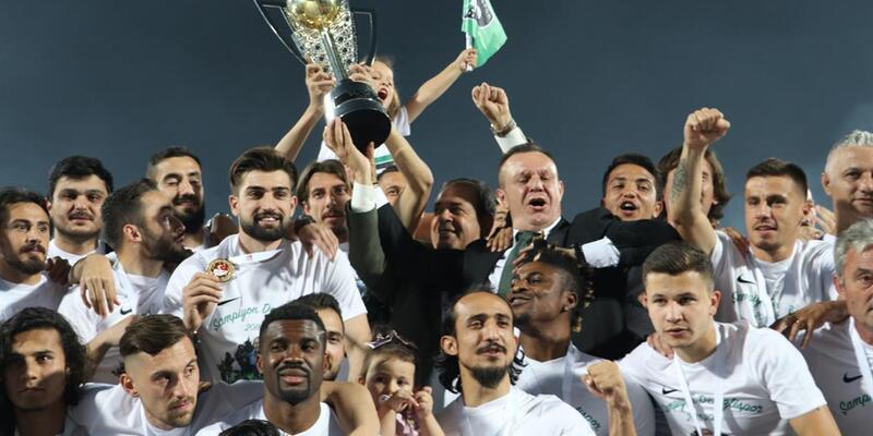 Denizlispor şampiyonluk kupasını aldı