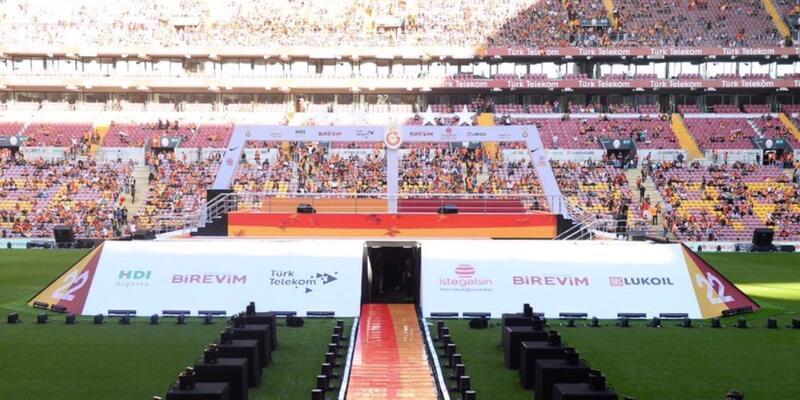 Galatasaray'dan genç futbolculara jest