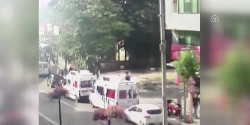 CHP'ye ait seçim araçlarına zarar veren bir kişi yakalandı