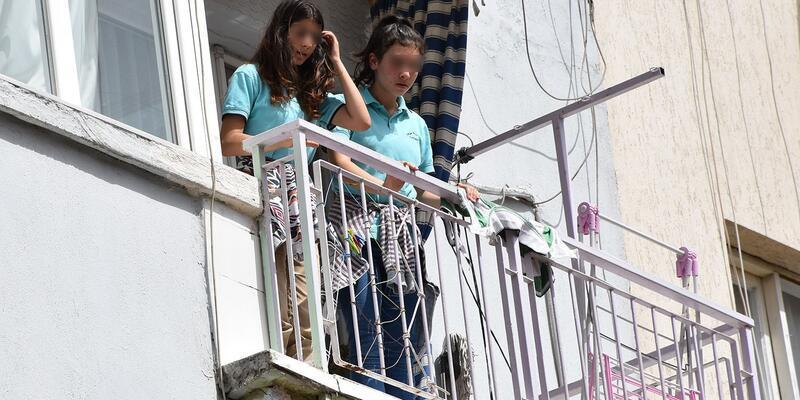 Arkadaşları kapıyı kilitleyip gidince 2 çocuk evde mahsur kaldı