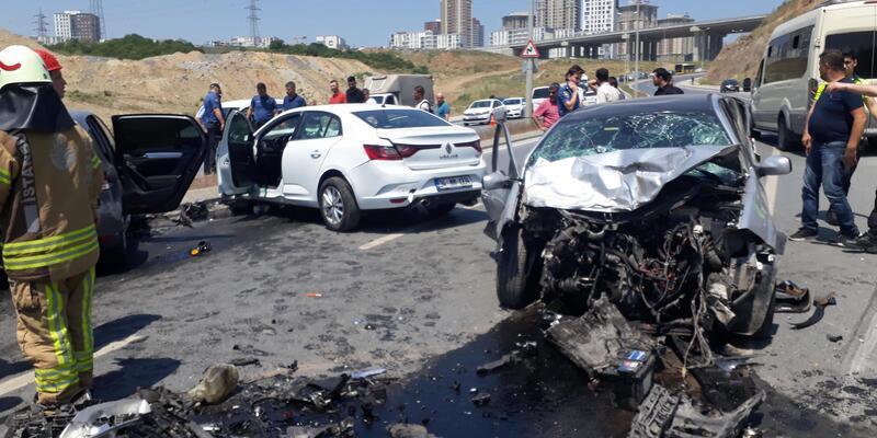 Başakşehir'de zincirleme trafik kazası: 1'i ağır 3 yaralı