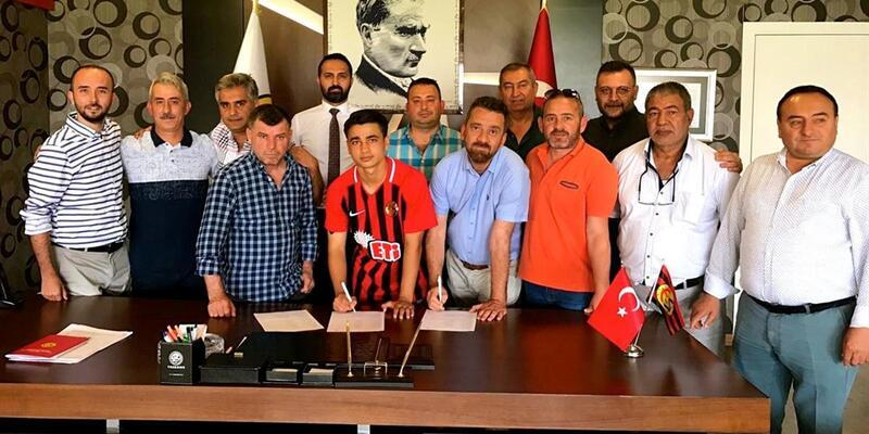 Eskişehirspor, Buğra Çağlıyan'la sözleşme imzaladı
