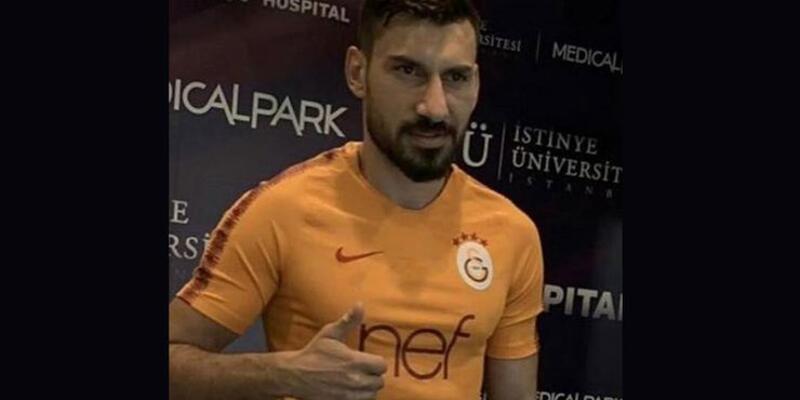 Şener Özbayraklı Galatasaray formasını giydi