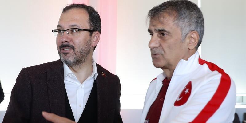 Bakan Kasapoğlu'ndan A Milli Takım'a ziyaret