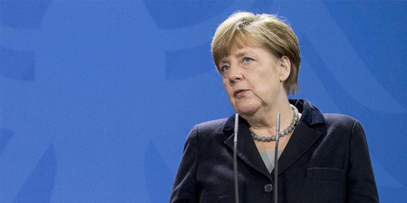 """Merkel'den kamu kurumlarına """"güvenilirlik"""" uyarısı"""