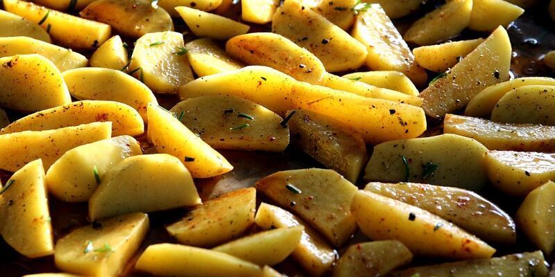 Fırında Elma Dilim Patates Tarifi: Elma Dilim Patates Fırında Nasıl Yapılır? Fırında Nasıl Kaç Derecede Pişer? En Güzel Elma Dilim Patates Yapımı