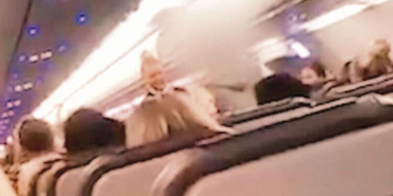 İki kadın yolcu Dalaman-Londra uçağından atıldı