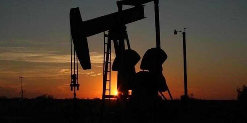 Brent petrolün varil fiyatı uluslararası piyasalarda 62,98 dolardan işlem görüyor.