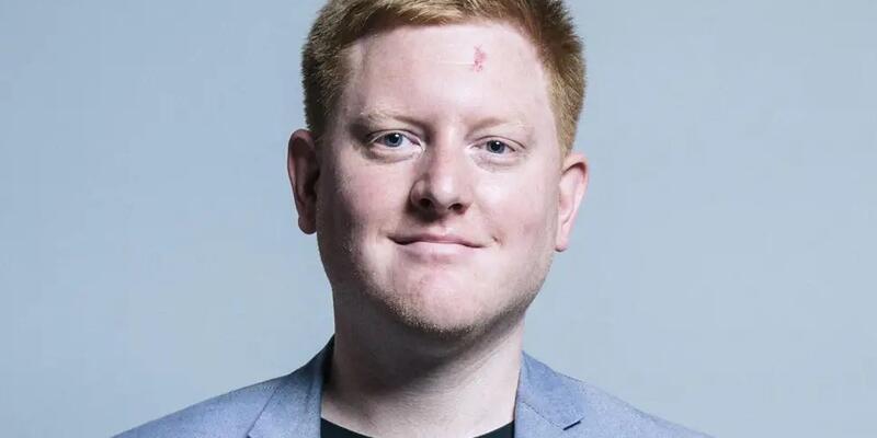 İngiliz vekilin danışmanı istifa etti, intikamını eski patronunun Twitter hesabından aldı