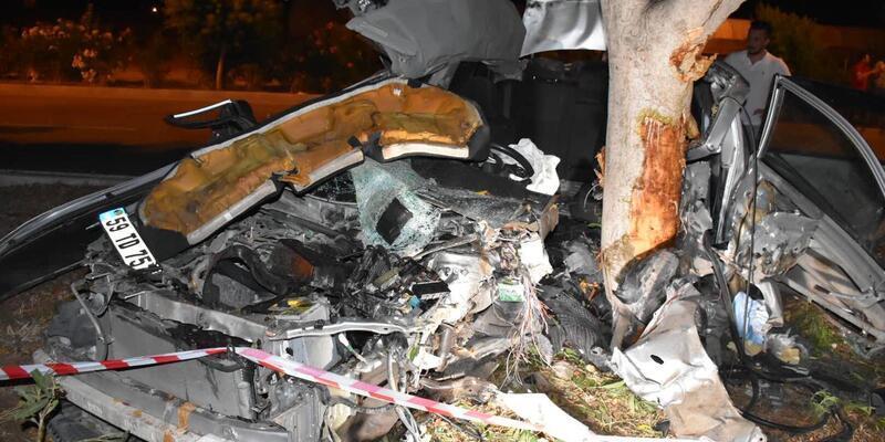 Antalya'da korkunç kaza: Otomobil ikiye bölündü