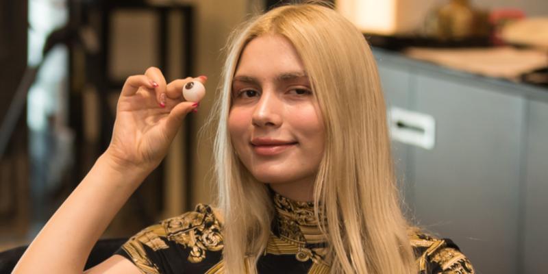 Aleyna Tilki saç, kirpik ve gözlerini seçti