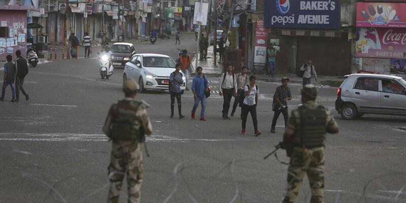 Hindistan'da Cammu Keşmir'i ikiye ayıran yasa tasarısı geçti