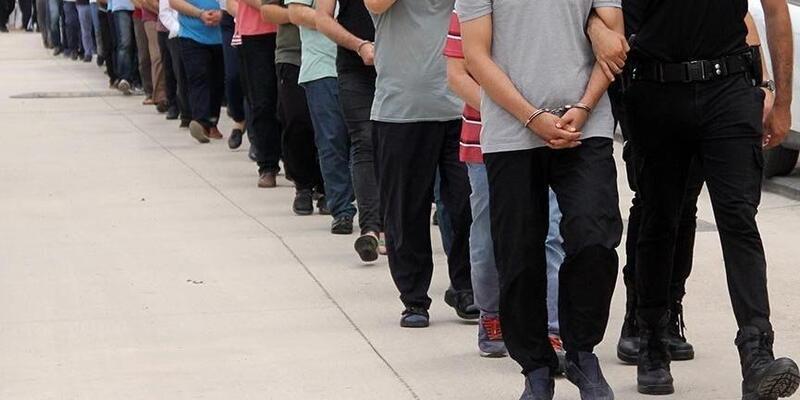 Son dakika... İzmir'de FETÖ operasyonu: 12'si muvazzaf 18 kişi hakkında gözaltı kararı